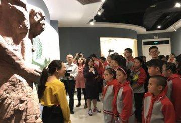 """""""红领巾""""大讲堂 寻访抗战足迹  讲述红色故事"""
